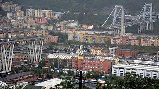 CCTV shows moment of Genoa bridge collapse
