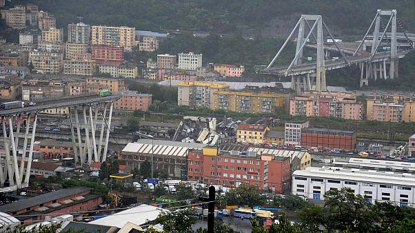 CCTV shows moment of Genoa bridge collapse