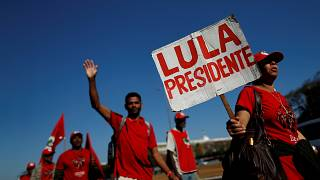 Brezilya'daki son anketler Lula'yı seçimlerin favorisi olarak gösteriyor.