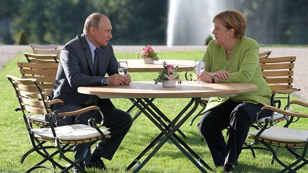 بوتين وميركل ودبلوماسية الغاز