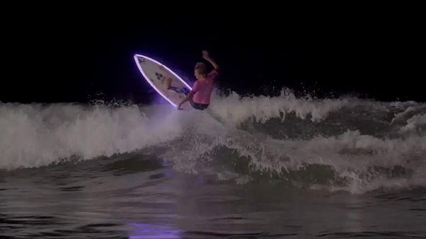 Surf de nuit dans la Chambre d'Amour
