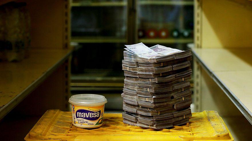 Estas fotos revelan cuánto dinero necesitan los venezolanos para comprar productos básicos