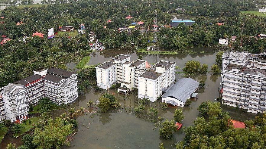 Hindistan'da son yüzyılın en büyük sel felaketi 400 can aldı