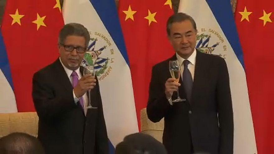 Salvador felvette a kapcsolatokat Kínával