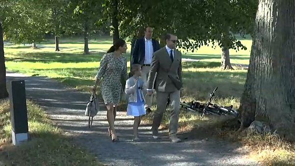 بعمر 6 أعوام: أميرة السويد تحضر أول يوم لها بالمدرسة