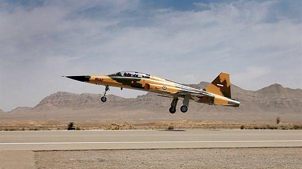Irán desvela su nuevo cazabombardero