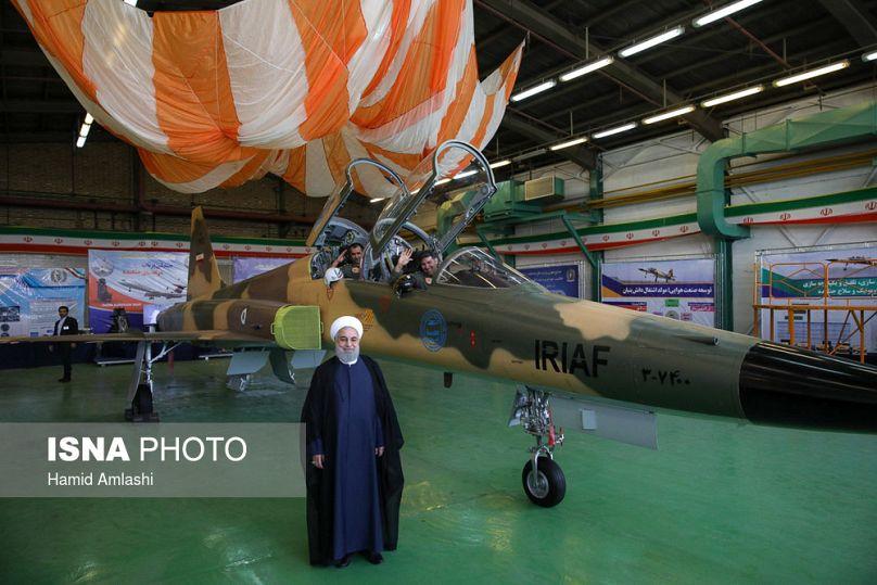 Irán presenta su primer avión de combate de fabricación propia