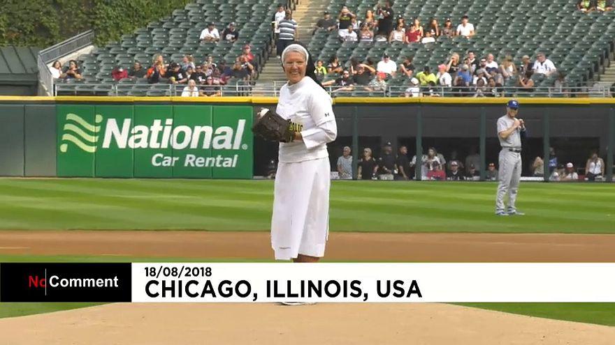 Nonne zeigt den perfekten Wurf