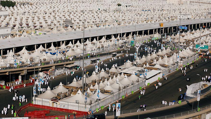 """Peregrinos muçulmanos celebram a """"Festa do Sacrifício"""""""
