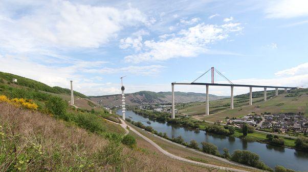 Végéhez közeledik a megahíd építése Németországban