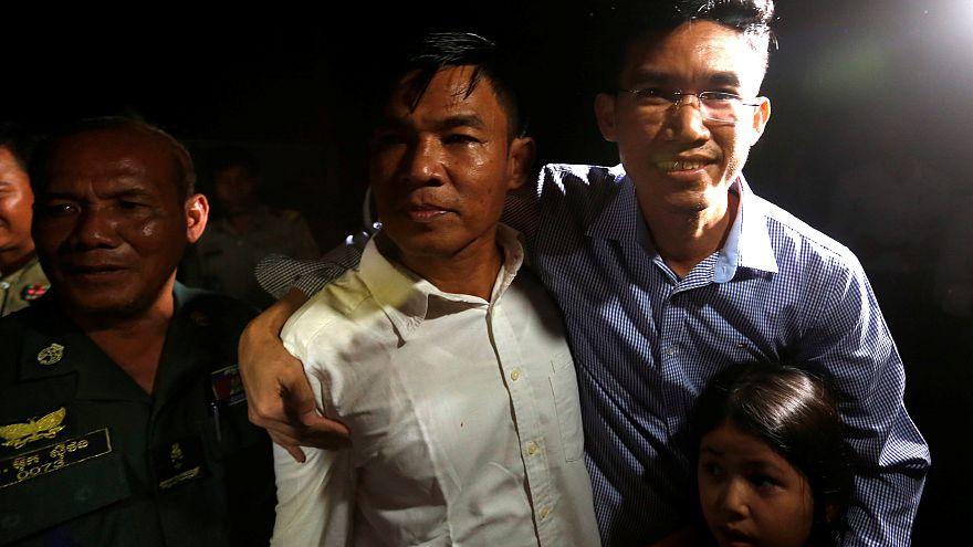 Casuslukla suçlanan Kamboçyalı gazeteciler serbest bırakıldı