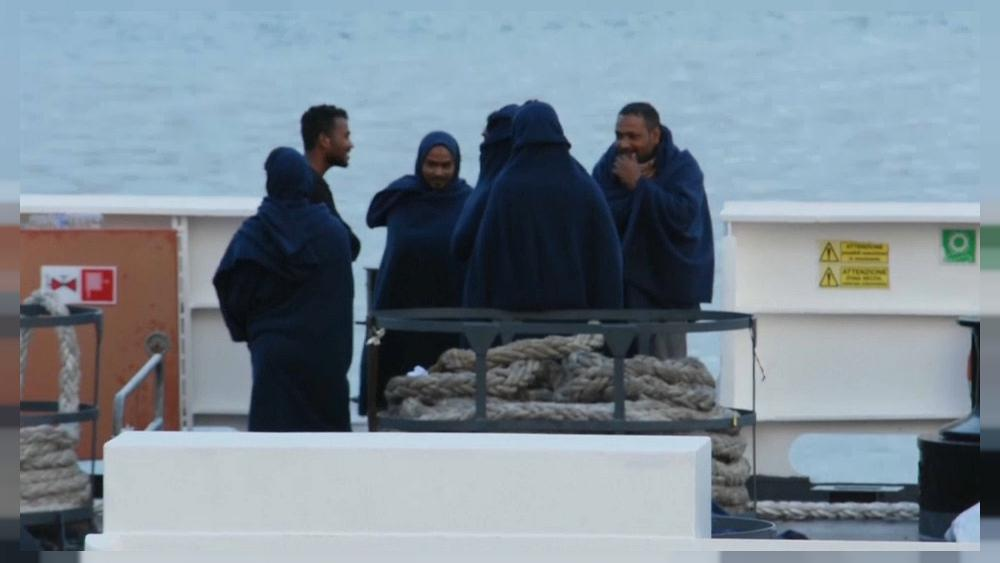 Rome refuses to let migrants rescued by its own coastguard onto Italian soil
