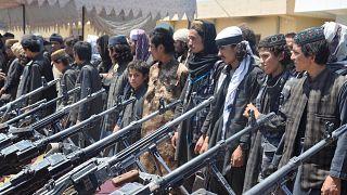 مقاتلون تابعون لتنظيم الدولة الإسلامية في قبضة القوات الأفغانية (أرشيف)