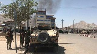 160 rehineyi bırakan Taliban Afganistan başkanlık sarayına saldırdı