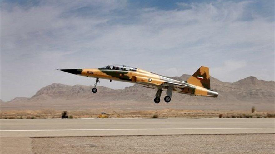 """Teerão dá a conhecer novo caça e diz que Washington """"não se atreve"""" a atacar"""