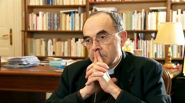 Pédophilie dans l'Eglise : un prêtre réclame la démission du cardinal Barbarin