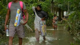 Hindistan yüzyılın en ölümcül sel felaketinden birine maruz kaldı.