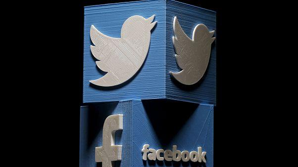 """فيسبوك وتويتر تحذفان حسابات """"مضللة"""" تعمل لصالح إيران وروسيا"""