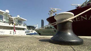Donau: Schiffe liegen in Wien fest
