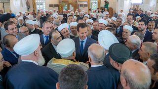 Siria, Assad in preghiera nelle celebrazioni di Eid al Adha