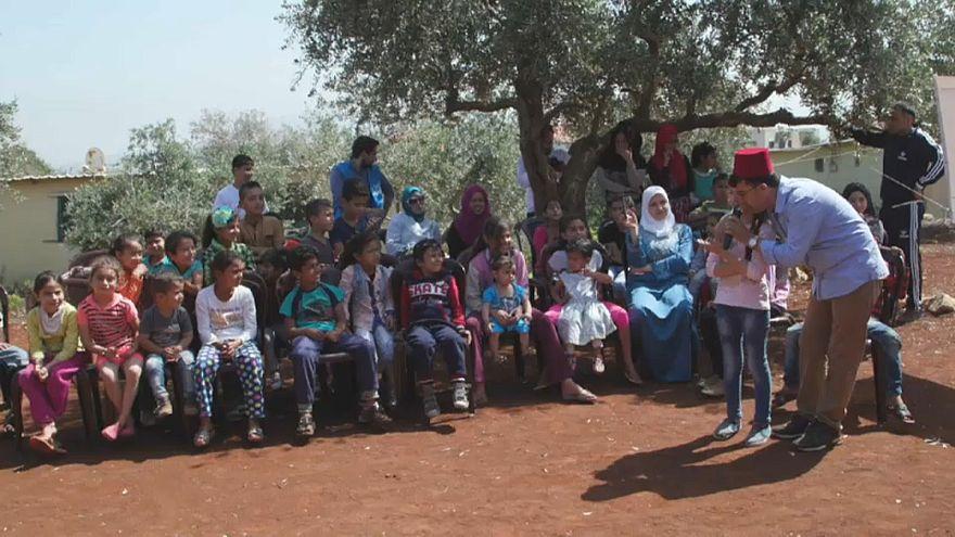 بعيدا عن الديار، عروض دمى متحركة تحكي لأطفال سوريا اللاجئين في لبنان عن الأرض والوطن