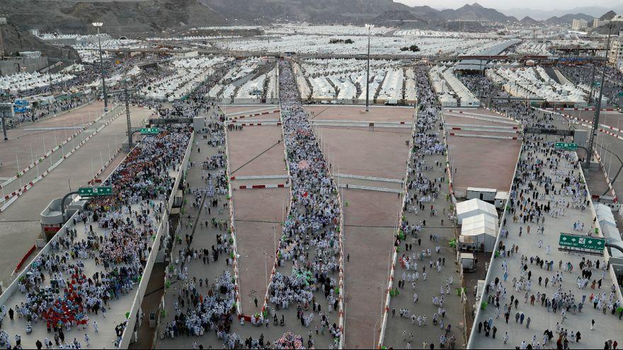 """Caminhos para o """"apedrejamento de Satanás"""" em Mina"""