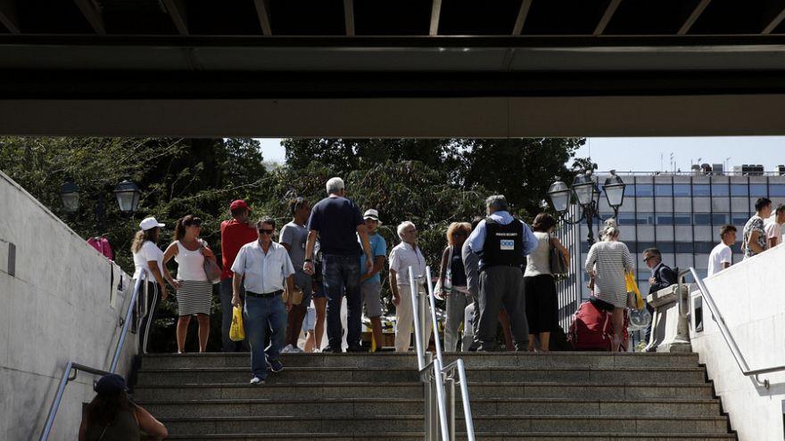 Η στιγμή του μπλακ αουτ στο μετρό Συντάγματος (βίντεο)