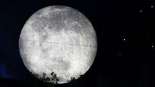 کشف آب در ماه؛ «بشر میتواند ساکن قمر شود»