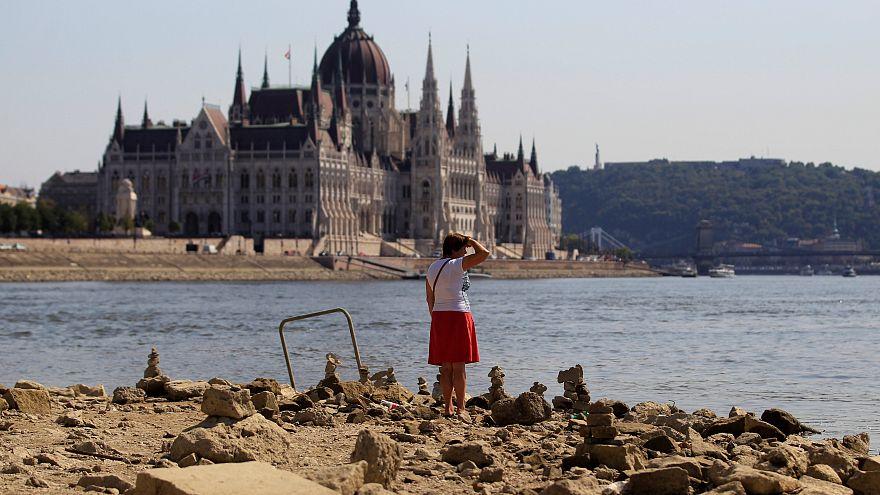 El seco Danubio deja barcos varados y descubre tesoros ocultos