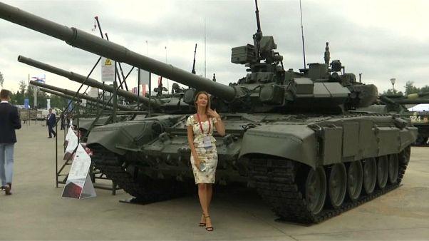 """شاهد: روسيا تستعرض قوتها العسكرية في """"معرض جيش 2018"""" السنوي"""