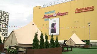 Gegen die Hitze? Glamping auf Russisch: Zelte auf Einkaufszentrum