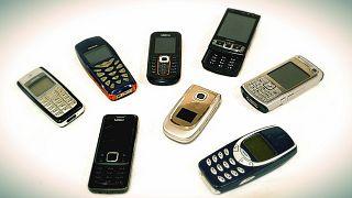 Akıllı telefon bağımlılığına karşı eski model cep telefonlarının satışı artıyor