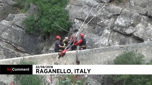 نجات کوهنوردان مانده در سیل در ایتالیا