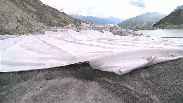 Un glacier suisse sous enveloppe