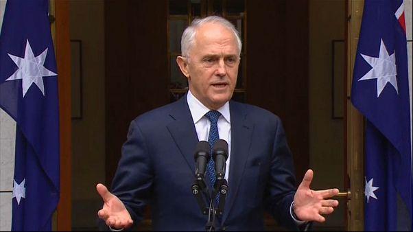 تعليق عمل البرلمان الأسترالي واستقالات بالجملة تهدد مصير رئيس الوزراء للبقاء في الحكم