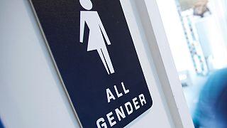 Büyüyen polemik: Tuvaletler, soyunma odaları cinsiyetlere göre ayrılmasın