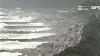 Alerta en Japón y Corea del norte por tifones y en Hawái por un huracán