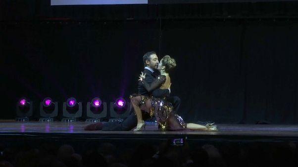 شاهد: لأول مرة.. متسابقان روسيان ينتزعان المركز الأول في بطولة العالم لرقص التانغو