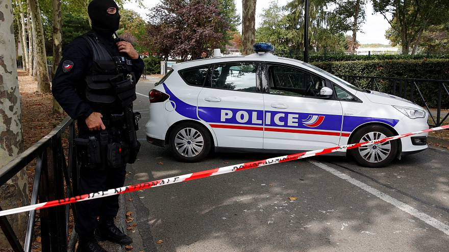 Paris: Bıçaklı saldırgan annesi ve kız kardeşini öldürdü