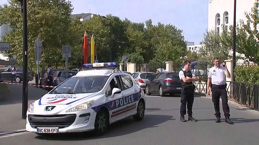 Attaque au couteau à Trappes, près de Paris : 2 morts, 1 blessé grave