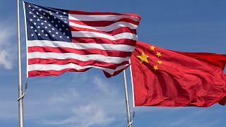 """EUA e China agravam """"guerra comercial"""" enquanto se sentam à mesa"""