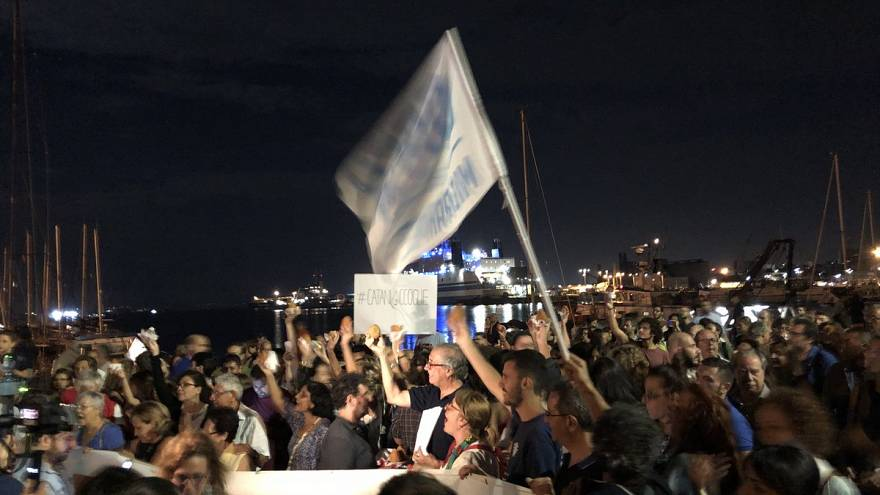 Protestors show up with arancini to show support for stranded migrants