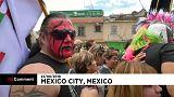 المصارعون المكسيكيون يحجون إلى كنيسة العذراء كوادالوبي بالأقنعة والأزياء الملونة