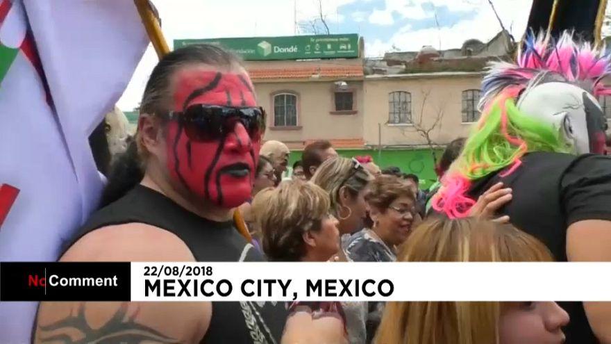 """Wrestlers"" mexicanos homenageiam virgem de Guadalupe"