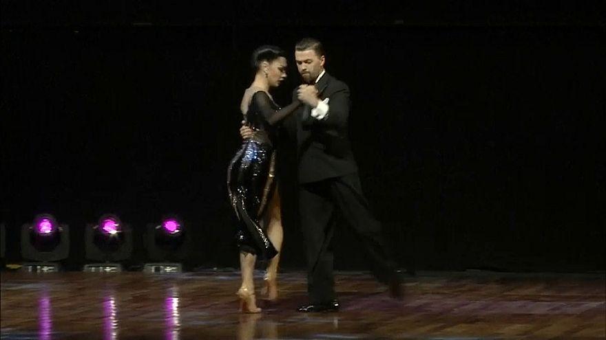 Una coppia russa trionfa nel tango