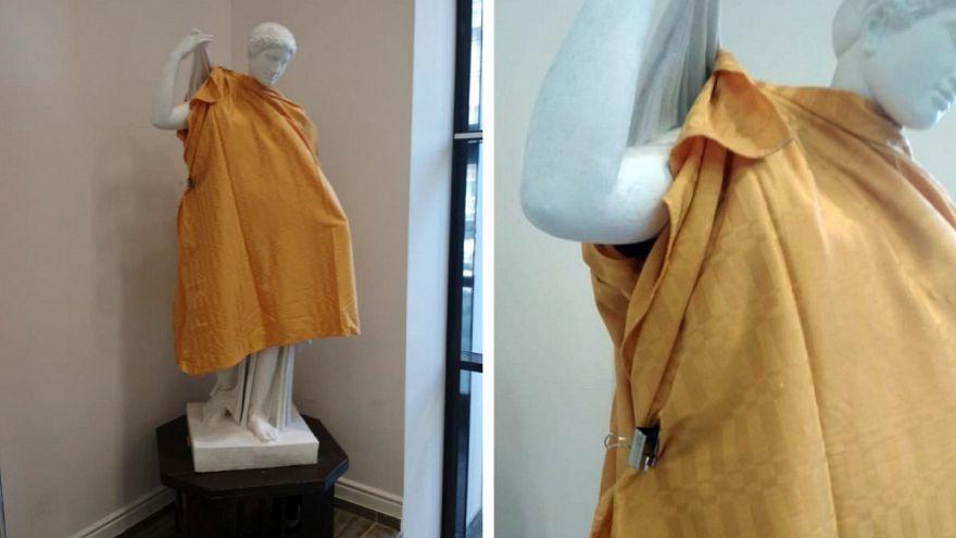 """Вуз """"одел"""" обнаженные статуи ради священников"""