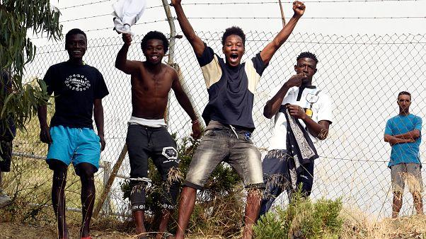 Migrantes que entraram em Ceuta reencaminhados para Marrocos