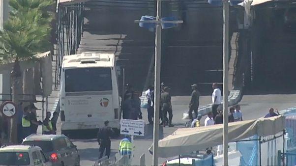 Spanien schiebt 116 Migranten aus Ceuta nach Marokko ab