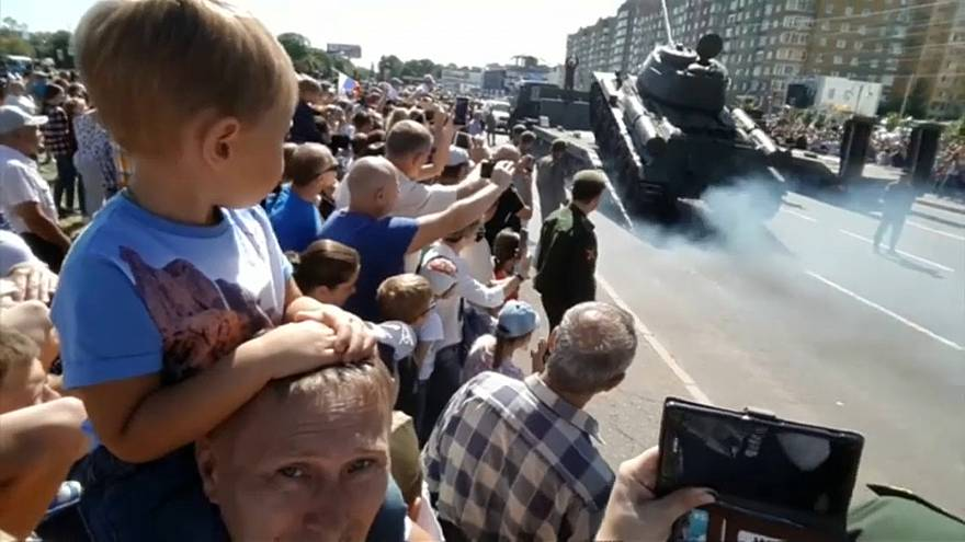 دبابة سوفييتية قبيل انقلابها في روسيا