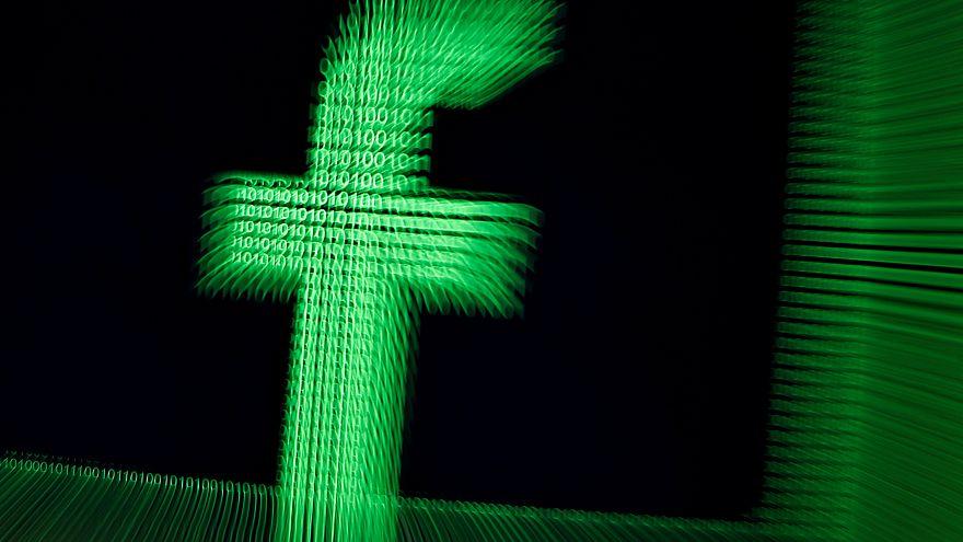 Facebook blocca post che considera spam